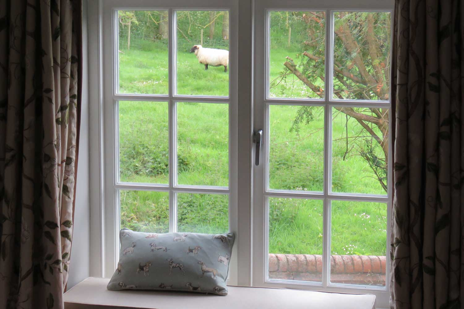 Idyllic Countryside | Bed & Breakfast, Nether Wallop, River Test Valley, England